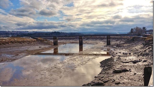 The ebbing tide - Cornwallis River in Port Williams